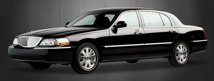 Lincoln-towncar-2011--3